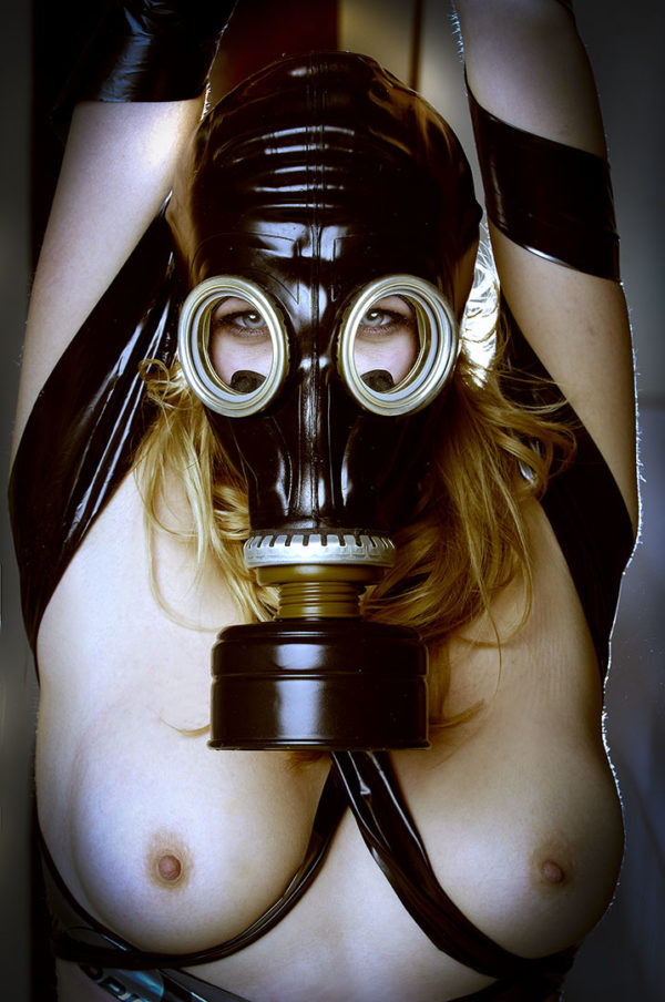 Ritratto portrait fetish latex bdsm mascher gas mask